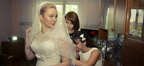Bride with bridesmaids.